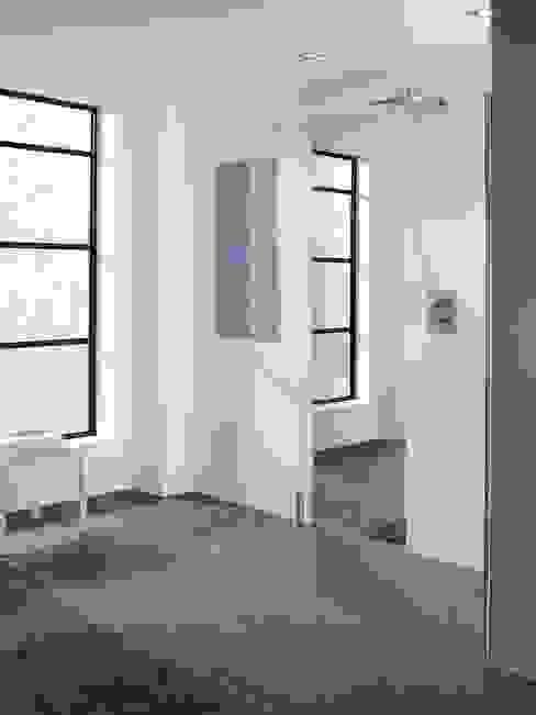 Mirror: Cannes Lakes Bathrooms Modern bathroom