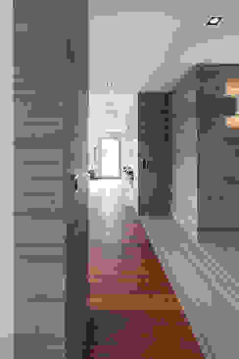 Baltina House Soggiorno moderno di studiodonizelli Moderno Marmo