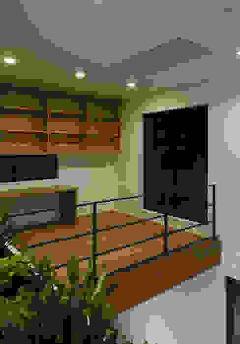 スタディコーナー: 株式会社ブレッツァ・アーキテクツが手掛けた書斎です。,モダン