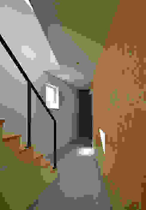 玄関土間 ミニマルスタイルの 玄関&廊下&階段 の 株式会社ブレッツァ・アーキテクツ ミニマル
