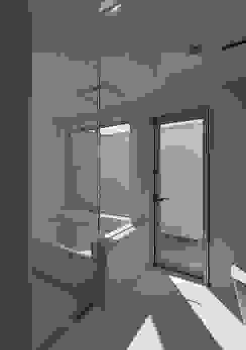 明るく開放的な浴室 ミニマルな スパ の 株式会社ブレッツァ・アーキテクツ ミニマル