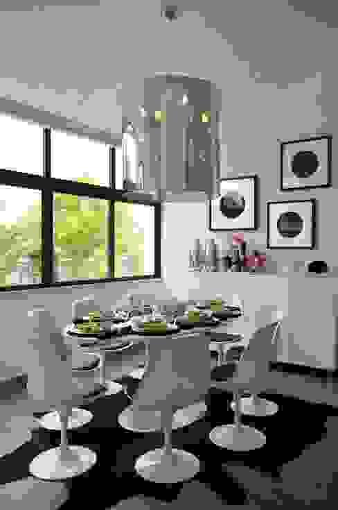 Private Residence in Vilamoura Sala da pranzo moderna di Leonor Moreira Romba - Arquitecturas Moderno