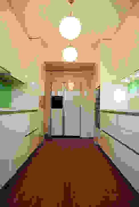 Cozinha: Cozinhas  por Teresa Pinto Ribeiro | Arquitectura & Interiores,