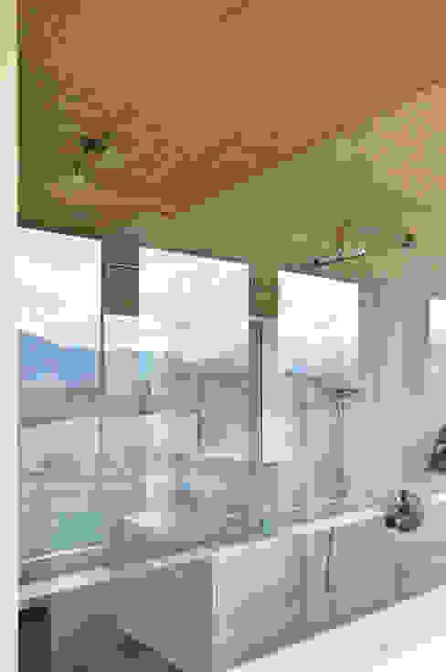 Baños de estilo moderno de Architekt DI Stefan Klein Moderno