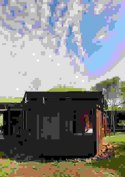 Jardines de estilo rural de IR arquitectura Rural Madera maciza Multicolor