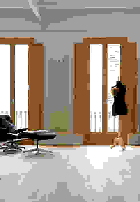 Reforma de vivienda en el Poblenou. Barcelona Salones de estilo escandinavo de manrique planas arquitectes Escandinavo