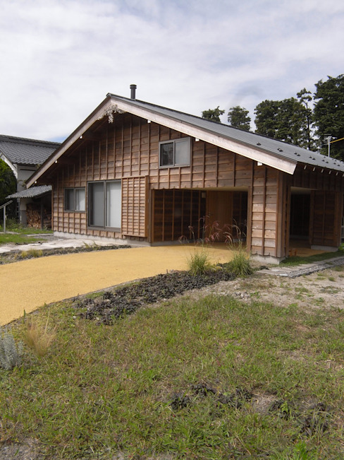 Houses by 一級建築士事務所マチデザイン, Asian Wood Wood effect