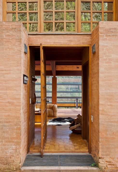 Entrada Principal: Casas  por Carlos Bratke Arquiteto ,