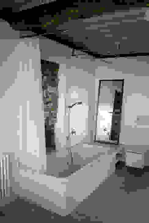 모던스타일 욕실 by Tagarro-De Miguel Arquitectos 모던