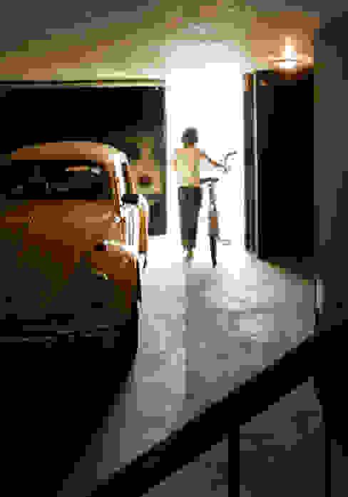 Zapiola 3625 Garajes modernos de IR arquitectura Moderno Caliza