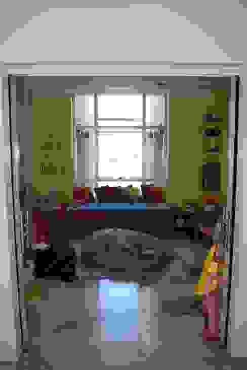 vivienda unifamiliar: Salas multimedia de estilo  por cm espacio & arquitectura srl,Moderno