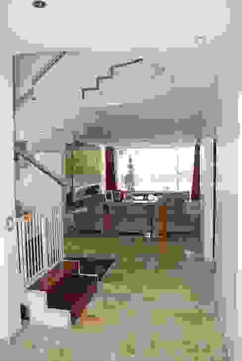 Moderne woonkamers van cm espacio & arquitectura srl Modern