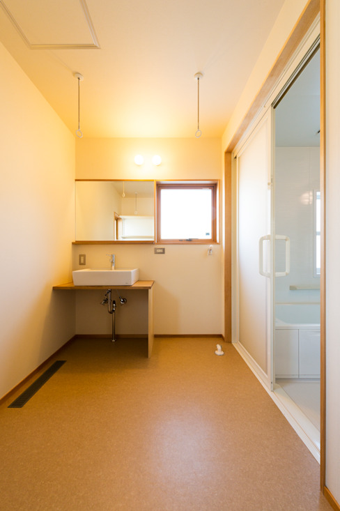 株式会社山口工務店의  욕실, 모던