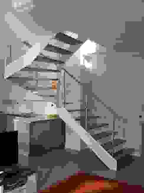 Scala Design 02 di SPEZIALE SCALE Moderno Legno Effetto legno