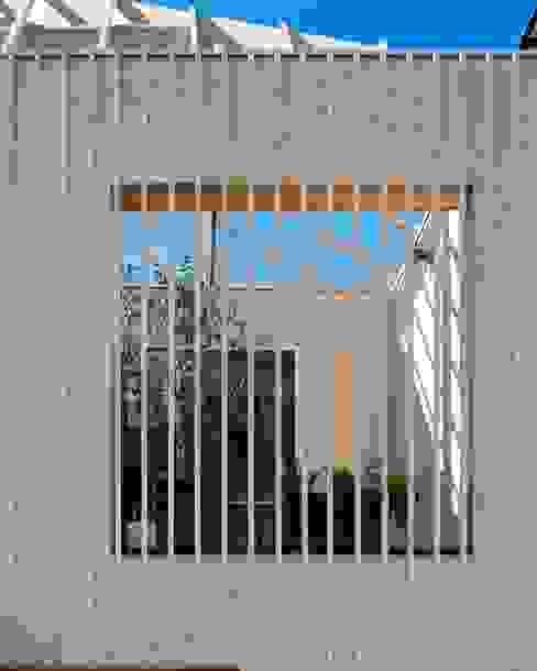 駒沢の家 モダンデザインの テラス の ディンプル建築設計事務所 モダン 無垢材 多色