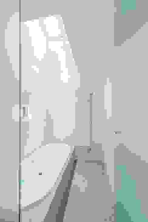 十和田石のバスルーム ディンプル建築設計事務所 モダンスタイルの お風呂 石 白色