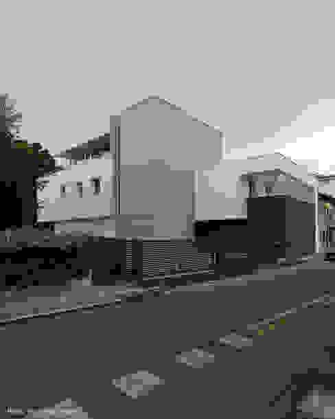 Urban House Case moderne di Studio Vivian Moderno
