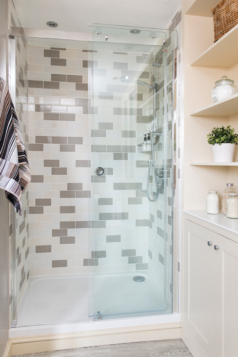 Shower Classic style bathroom by Workshop Interiors Classic