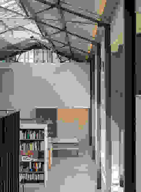 The Workshop Modern corridor, hallway & stairs by Henning Stummel Architects Ltd Modern
