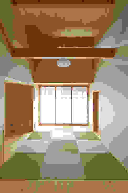 恒屋の家: 今村建築一級建築士事務所が手掛けたリビングです。,和風