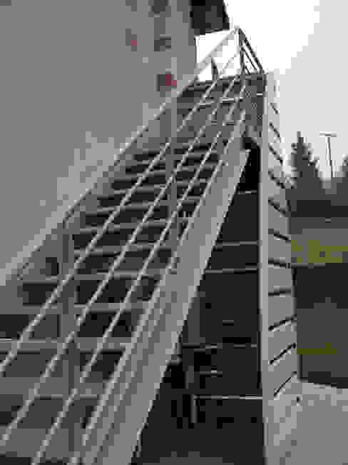 Escalier extérieur Couloir, entrée, escaliers industriels par Kauri Architecture Industriel
