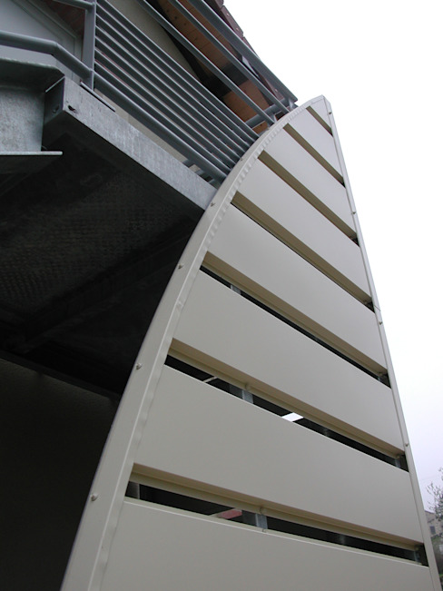 Habillage de la montée d'escalier extérieur Kauri Architecture Couloir, entrée, escaliers industriels