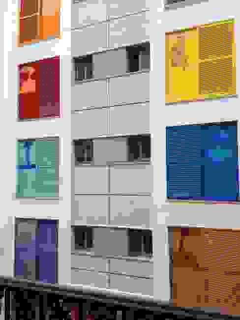 Klasyczne domy od Santos Rein-Galera, SAGA Arquitectos Klasyczny