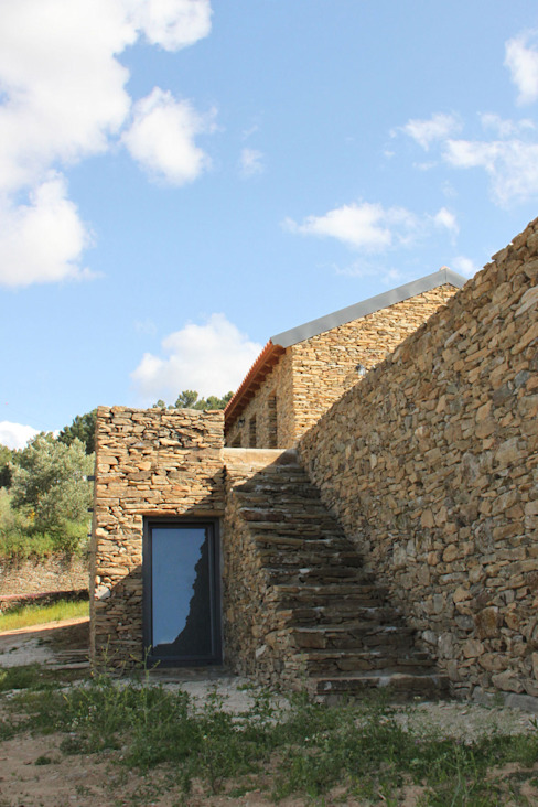 Rustic style house by Germano de Castro Pinheiro, Lda Rustic Stone