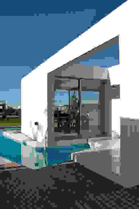 Projekty,  Domy zaprojektowane przez VISMARACORSI ARQUITECTOS,