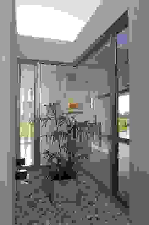 Maisons de style  par VISMARACORSI ARQUITECTOS, Moderne