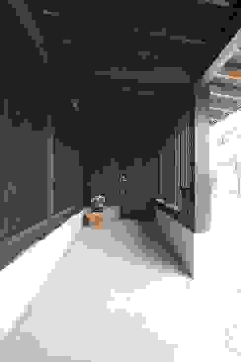 에클레틱 복도, 현관 & 계단 by 田村建築設計工房 에클레틱 (Eclectic)