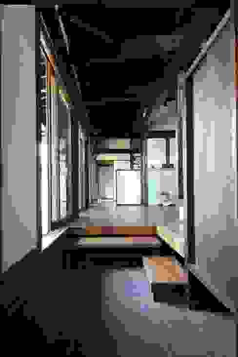 田村建築設計工房 Pasillos, vestíbulos y escaleras eclécticos