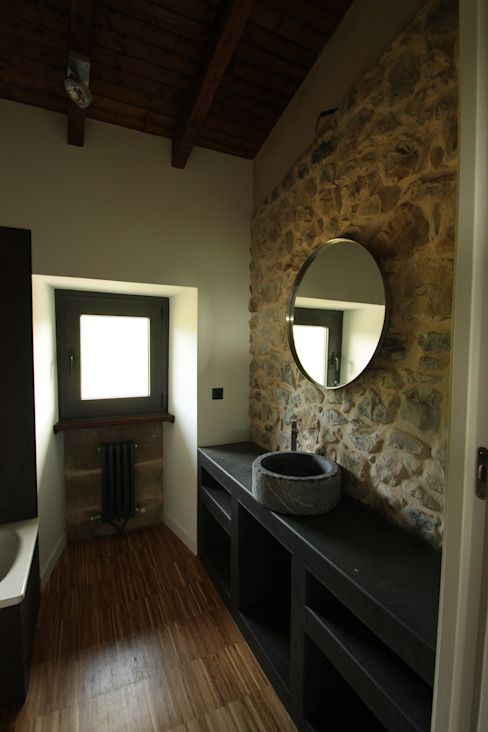 Country style bathroom by RUBIO · BILBAO ARQUITECTOS Country