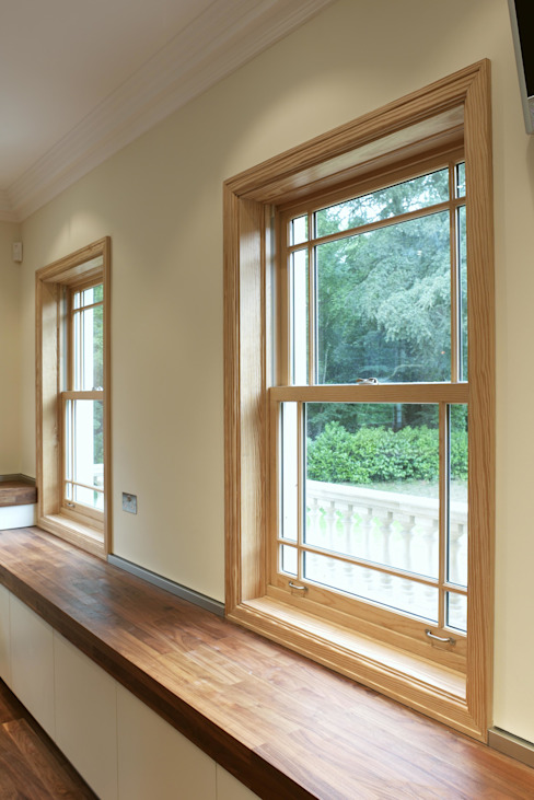 Aluminium Clad Wood Sash Windows por Marvin Windows and Doors UK Clássico