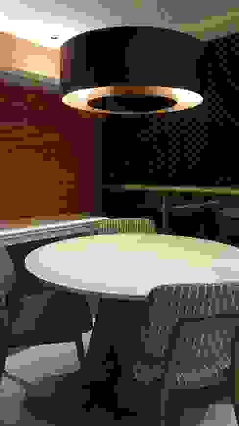 Mobiliários para a sala de almoço. Varandas, marquises e terraços modernos por Lucio Nocito Arquitetura e Design de Interiores Moderno