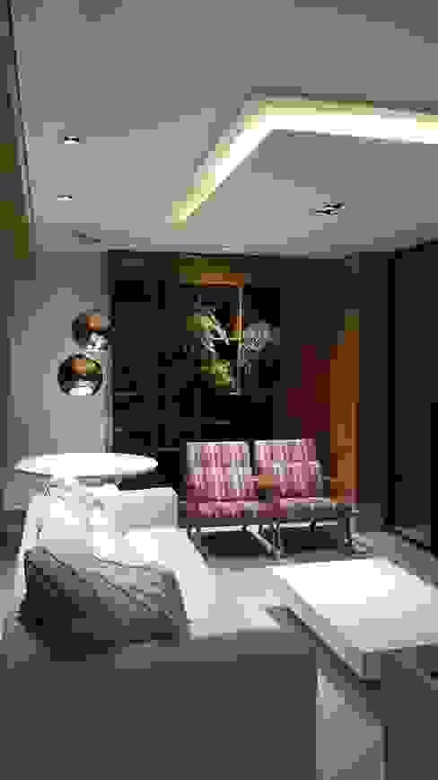 Lounge da varanda com jardim vertical ao fundo. Salas de estar modernas por Lucio Nocito Arquitetura e Design de Interiores Moderno