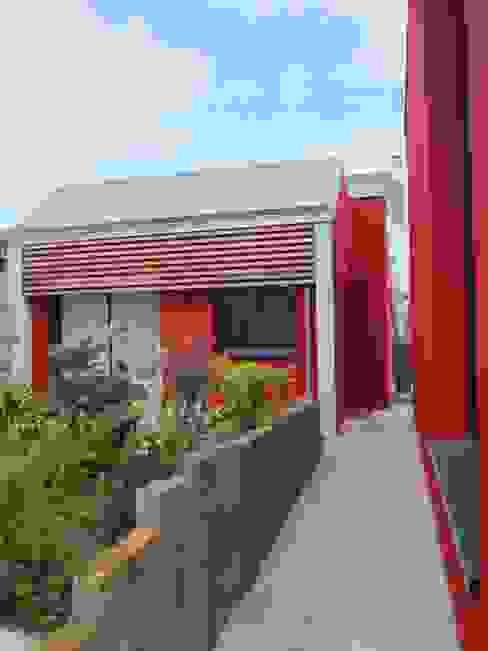 Casas de estilo  por Bertin Bichet, Moderno Madera maciza Multicolor
