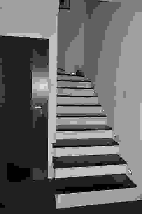 Kamienne schody wewnętrzne - od Merkam - Łódź ul. Św. Jerzego 9 Klasyczny Granit