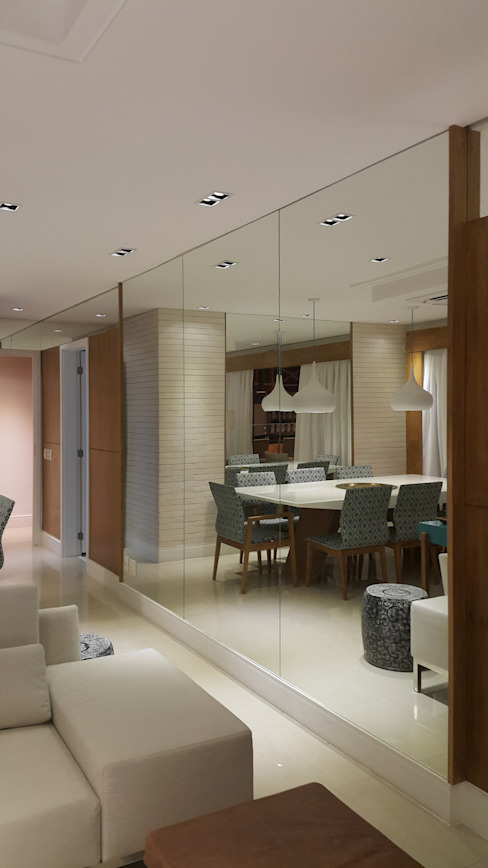 Vista do living através dos espelhos. Salas de estar modernas por Lucio Nocito Arquitetura e Design de Interiores Moderno