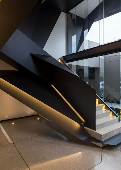 House in Kloof Road Modern corridor, hallway & stairs by Nico Van Der Meulen Architects Modern