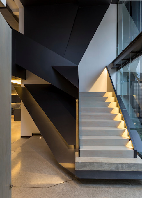 House in Kloof Road Modern Corridor, Hallway and Staircase by Nico Van Der Meulen Architects Modern