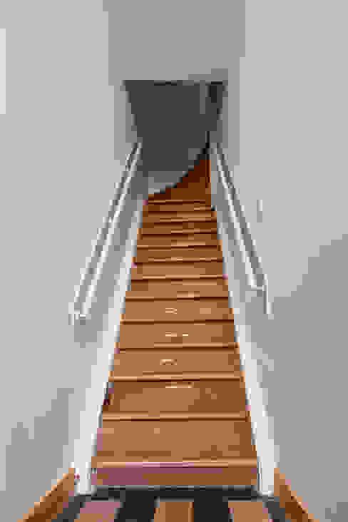 Casa Leiden Corredores, halls e escadas campestres por SAMF Arquitectos Campestre