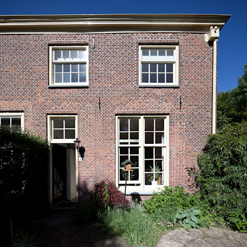 Leiden House Country style house by SAMF Arquitectos Country Bricks