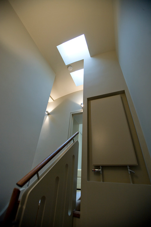 AFTER Modern corridor, hallway & stairs by FALCHI INTERIORS LTD Modern