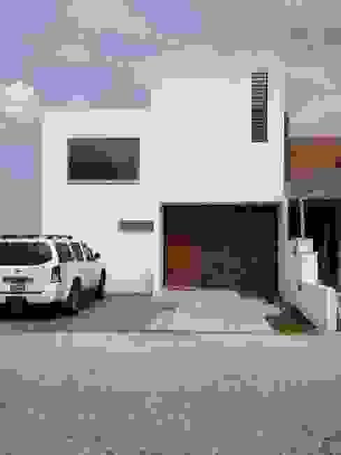 Casas de estilo  de SANTIAGO PARDO ARQUITECTO,