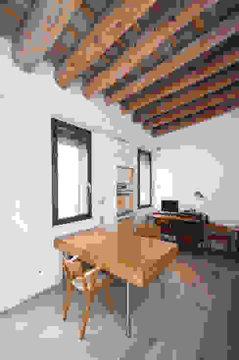 Oficinas de estilo moderno de lluiscorbellajordi Moderno