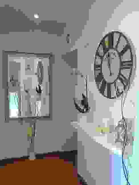 غرفة المعيشة تنفيذ Loredana Vingelli Home Decor, كلاسيكي