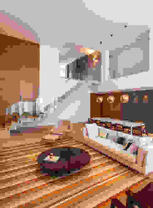 Moderne Wohnzimmer von Márcia Carvalhaes Arquitetura LTDA. Modern