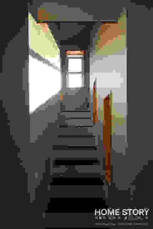 Corridor & hallway by (주)홈스토리