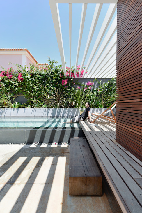 Piscinas de estilo  por Ricardo Moreno Arquitectos